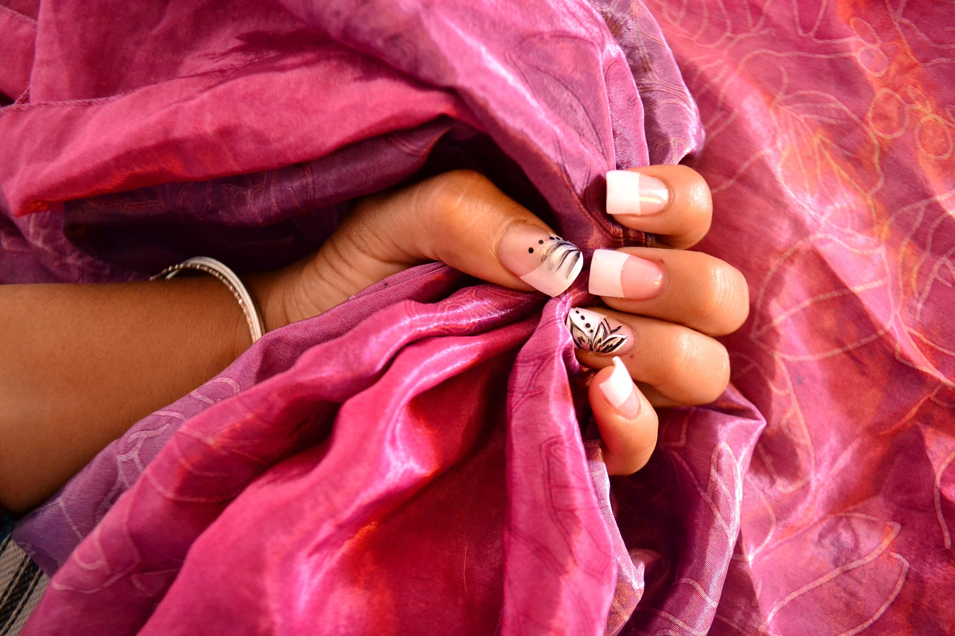 colle pour ongles