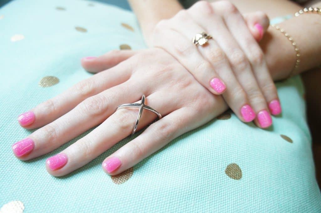 prendre soin des ongles