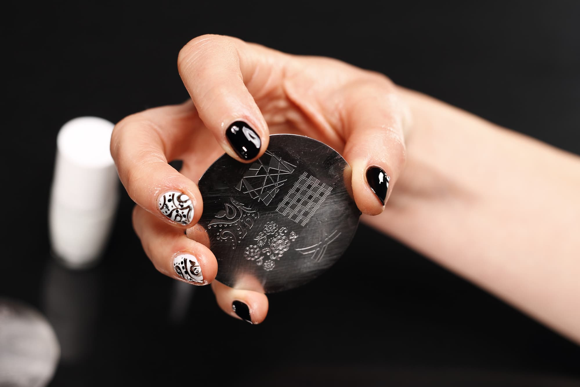 Le nail stamping : Guide complet