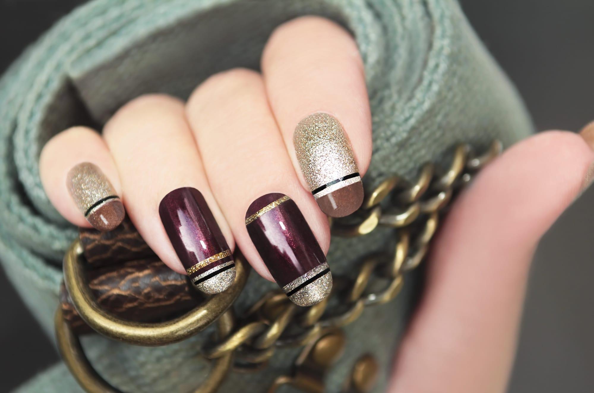 utiliser le striping tape pour votre nail art
