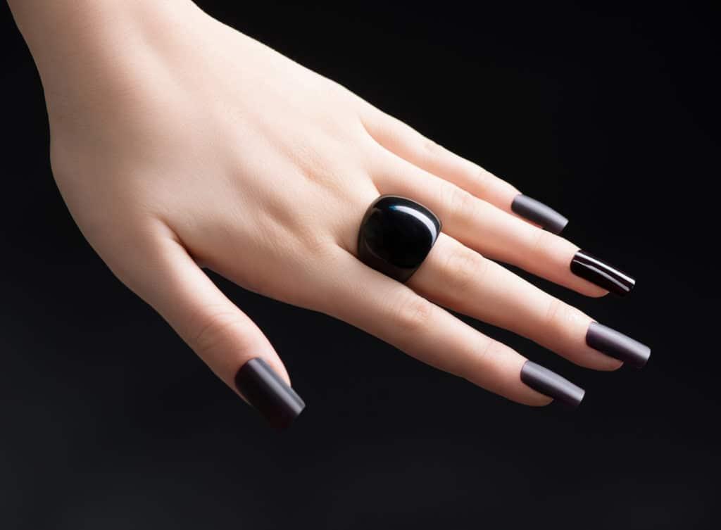 Vernis à ongles noir