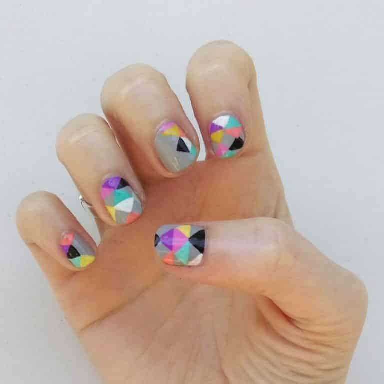 Comment Réaliser Une Manucure Nail Art en Triangle?